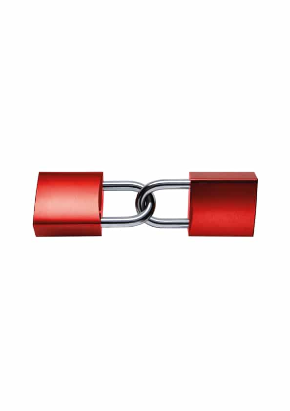 2 rote Schlösser - aneinandergekettet