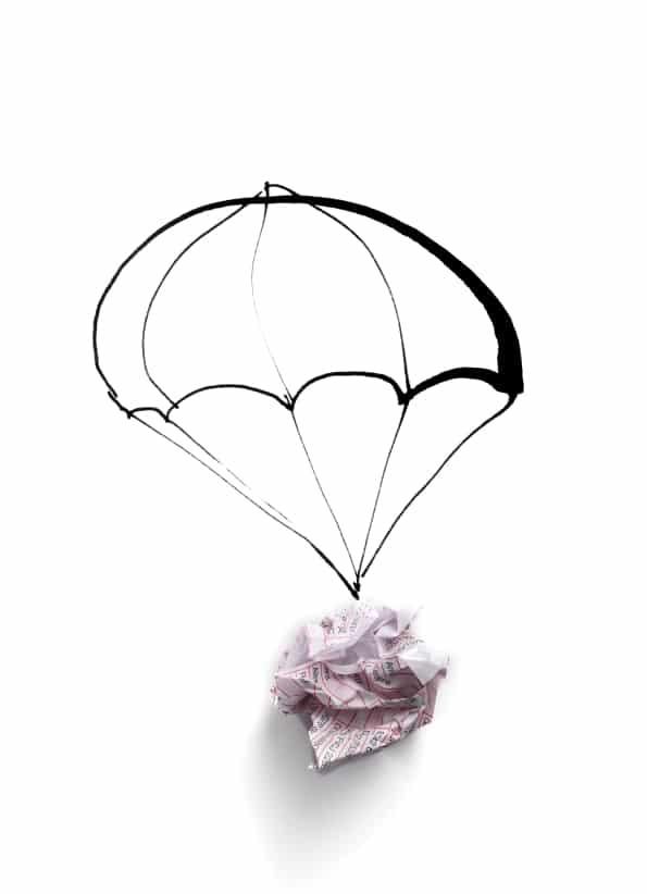 gezeichneter Fallschirm mit Papierknäuel